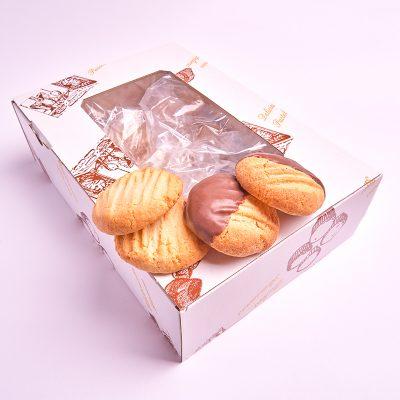 Caja de galletas de coco y de coco con chocolate